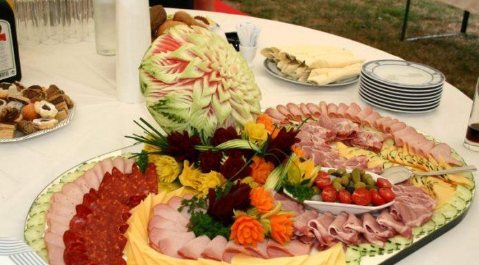 Para a montagem da sua mesa, conte com produtos da Frios Gazzola (crédito da imagem: Construindo Decor)